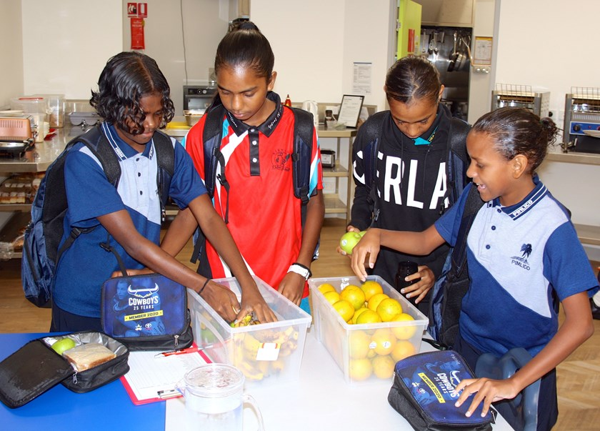 Packing a healthy lunch at the Girls Campus
